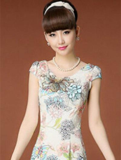 双马尾旗袍发型显示不多见,但这种可爱的造型也会让新娘们爱不释