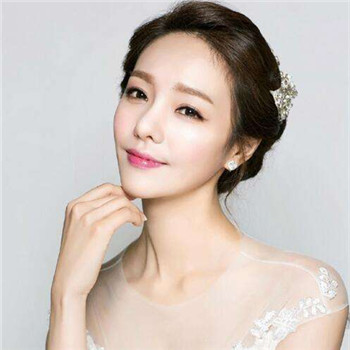 2017韩式新娘发型教程 新娘婚礼简单造型